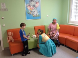 Guests from Novosibirsk Laugh Society had visited the children's unit of the Center.